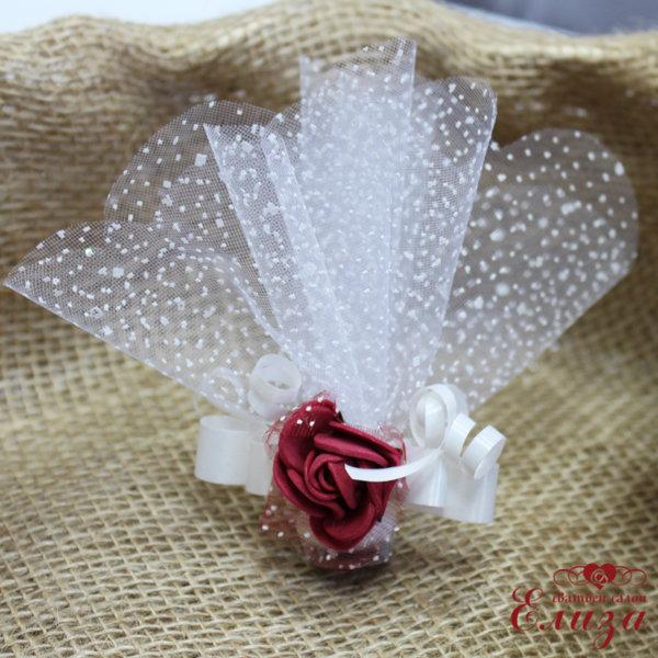 Сватбени късмети с роза в бордо N4